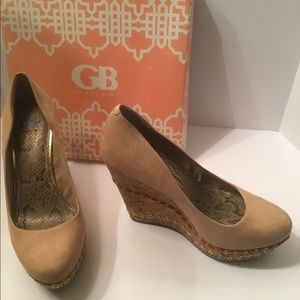 Gianni Bini tan suede wedges w/bling 10M
